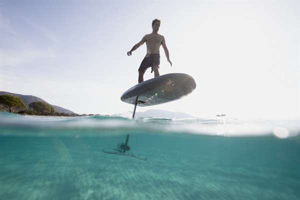 -the-feeling-is-unreal-takumas-flying-surfboard-is-the-futuristic-toy-of-the-summer
