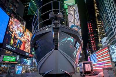 azimut-s6-on-display-in-times-square_12