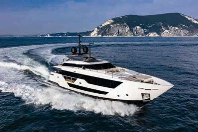 custom-line-106-launched-at-venice-boat-show_2