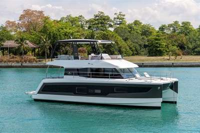 fountaine-pajot-my40-arriving-in-hong-kong
