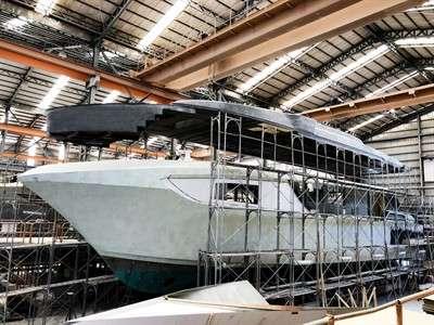 horizon-yachts-adds-helipad-and-submersible