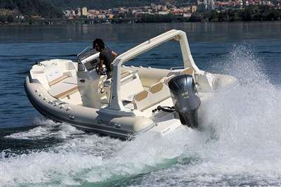 lomac-850-in-to-make-world-debut-at-genoa-boat-show_12